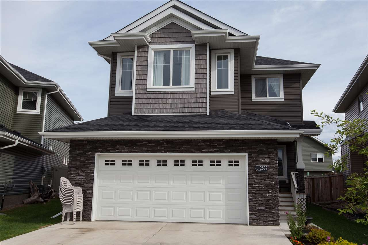 Main Photo: 2509 Sparrow Court in Edmonton: Zone 59 House for sale : MLS(r) # E4067493