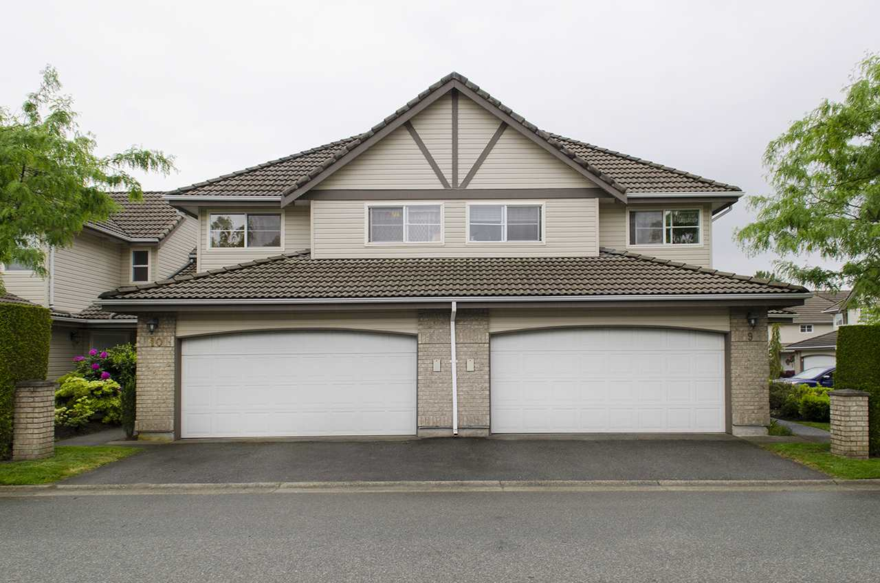 "Main Photo: 10 758 RIVERSIDE Drive in Port Coquitlam: Riverwood Townhouse for sale in ""RIVERLANE ESTATES"" : MLS(r) # R2176215"