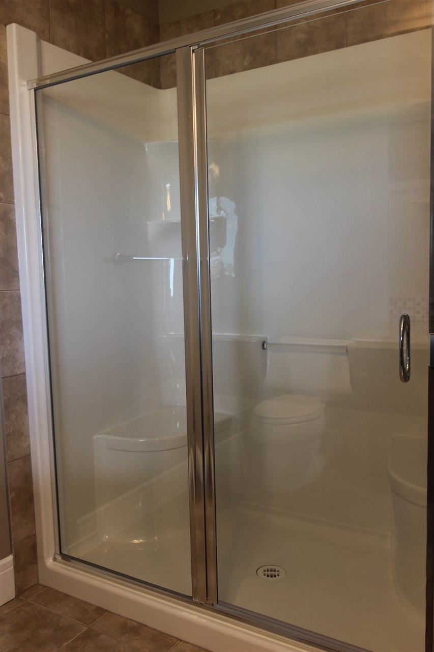Large Shower with Two Seats