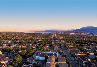 "Main Photo: 1703 2220 KINGSWAY Street in Vancouver: Renfrew VE Condo for sale in ""Kensington Gardens"" (Vancouver East)  : MLS® # R2203492"