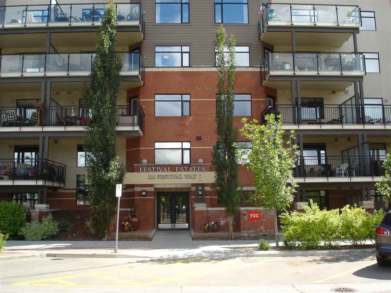Main Photo: 110 121 FESTIVAL Way NW: Sherwood Park Condo for sale : MLS® # E4088675