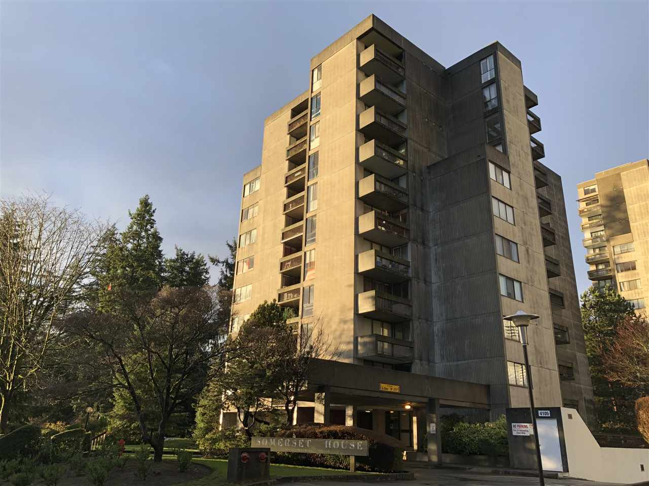 "Main Photo: 302 4105 IMPERIAL Street in Burnaby: Metrotown Condo for sale in ""Somerset House"" (Burnaby South)  : MLS®# R2238862"