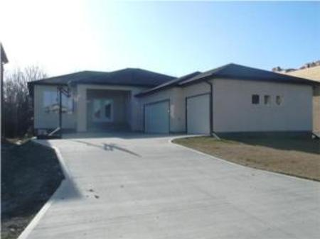 Main Photo: 81 River Valley Drive: Residential for sale (Royalwood)  : MLS(r) # 1007013