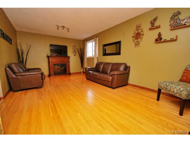 Photo 7: 146 Danbury Bay in WINNIPEG: Westwood / Crestview Residential for sale (West Winnipeg)  : MLS(r) # 1410862