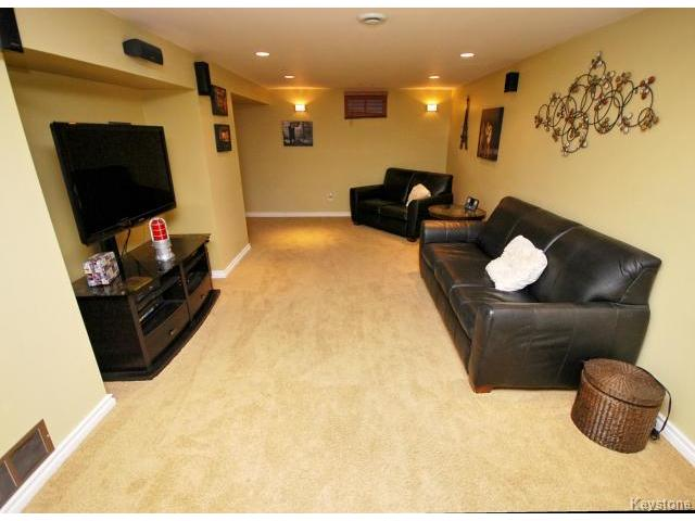 Photo 12: 146 Danbury Bay in WINNIPEG: Westwood / Crestview Residential for sale (West Winnipeg)  : MLS(r) # 1410862