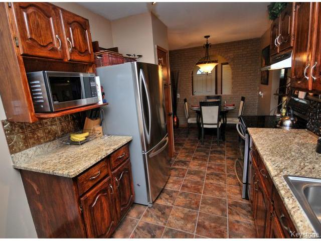 Photo 2: 146 Danbury Bay in WINNIPEG: Westwood / Crestview Residential for sale (West Winnipeg)  : MLS(r) # 1410862