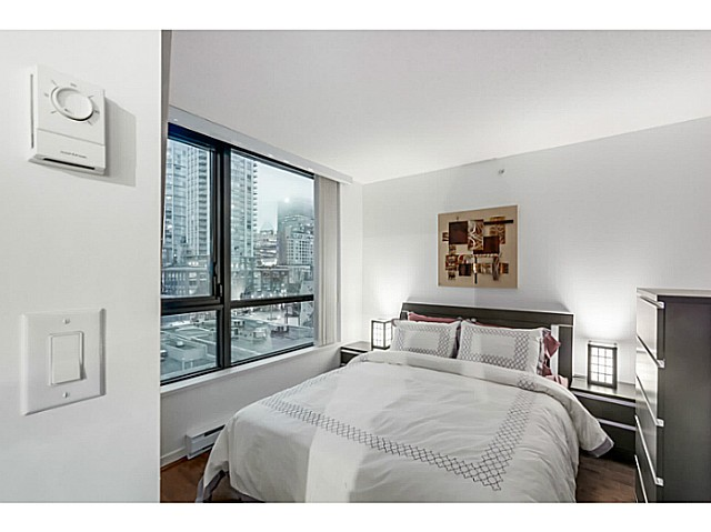 "Main Photo: 903 928 HOMER Street in Vancouver: Yaletown Condo for sale in ""YALETOWN PARK1"" (Vancouver West)  : MLS(r) # V1105059"