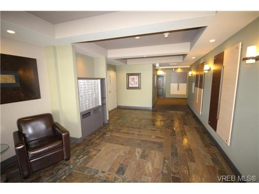 Photo 2: 404C 1115 Craigflower Road in VICTORIA: Es Gorge Vale Condo Apartment for sale (Esquimalt)  : MLS(r) # 350031