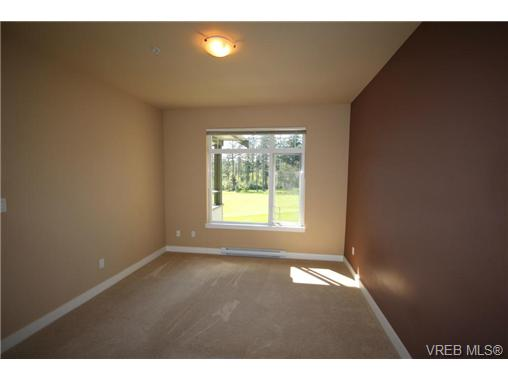 Photo 9: 404C 1115 Craigflower Road in VICTORIA: Es Gorge Vale Condo Apartment for sale (Esquimalt)  : MLS(r) # 350031