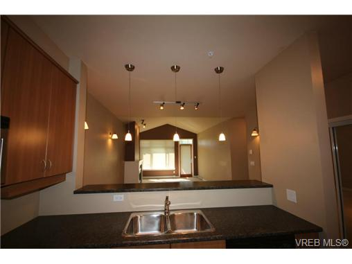 Photo 12: 404C 1115 Craigflower Road in VICTORIA: Es Gorge Vale Condo Apartment for sale (Esquimalt)  : MLS(r) # 350031