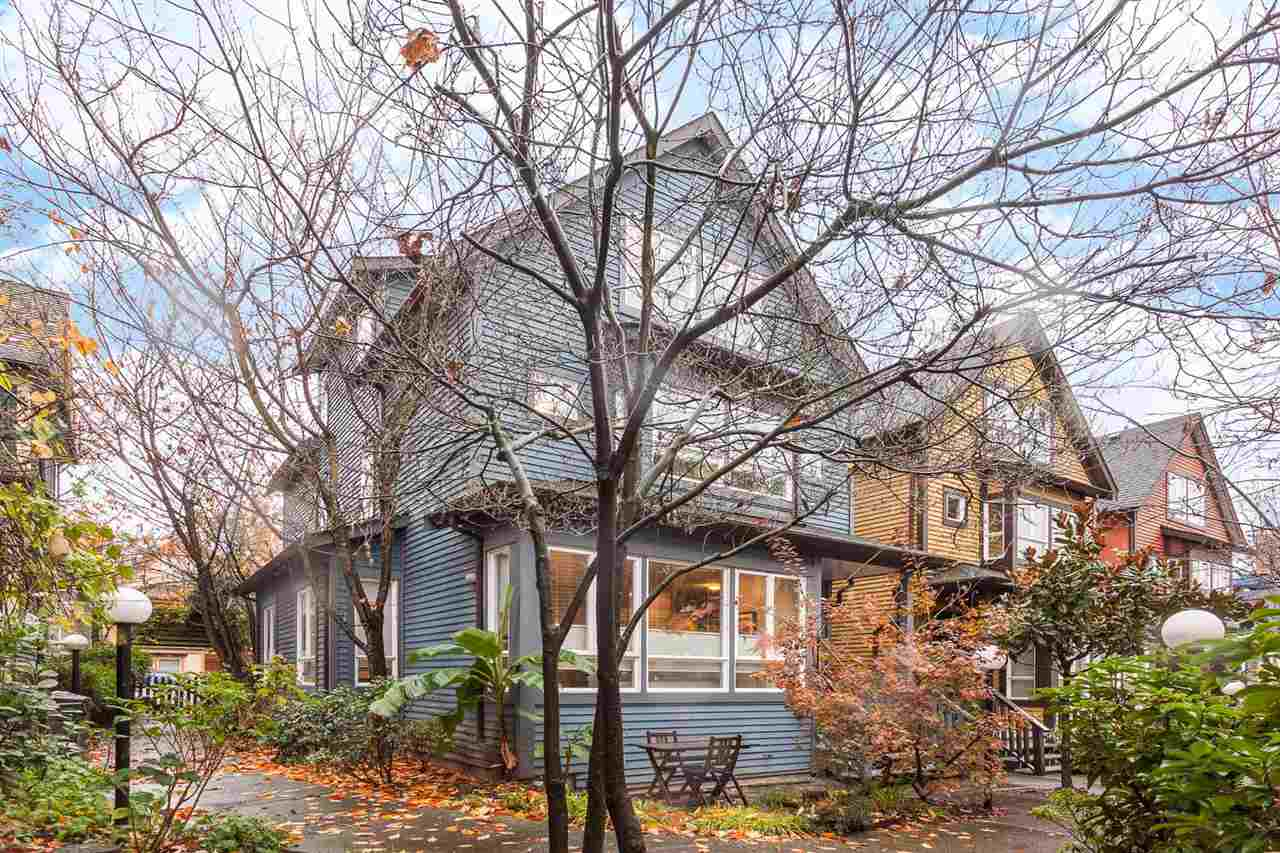 "Photo 3: 1071 E PENDER Street in Vancouver: Mount Pleasant VE Townhouse for sale in ""PENDER COURT"" (Vancouver East)  : MLS(r) # R2016844"