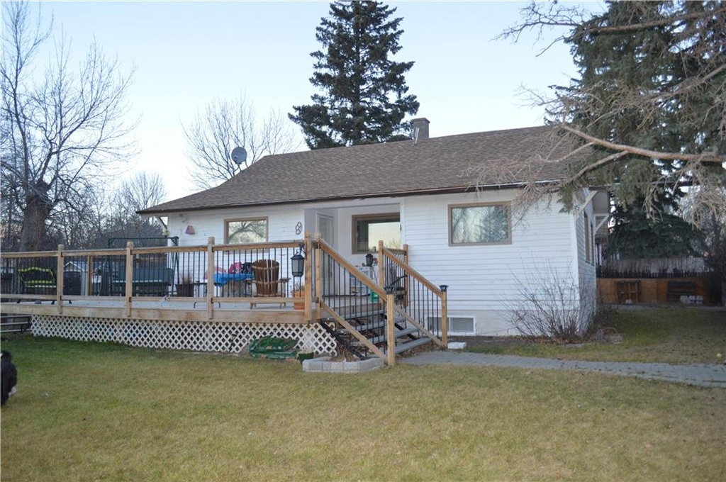 Main Photo: 305 9 Avenue: Gleichen House for sale : MLS® # C4113419