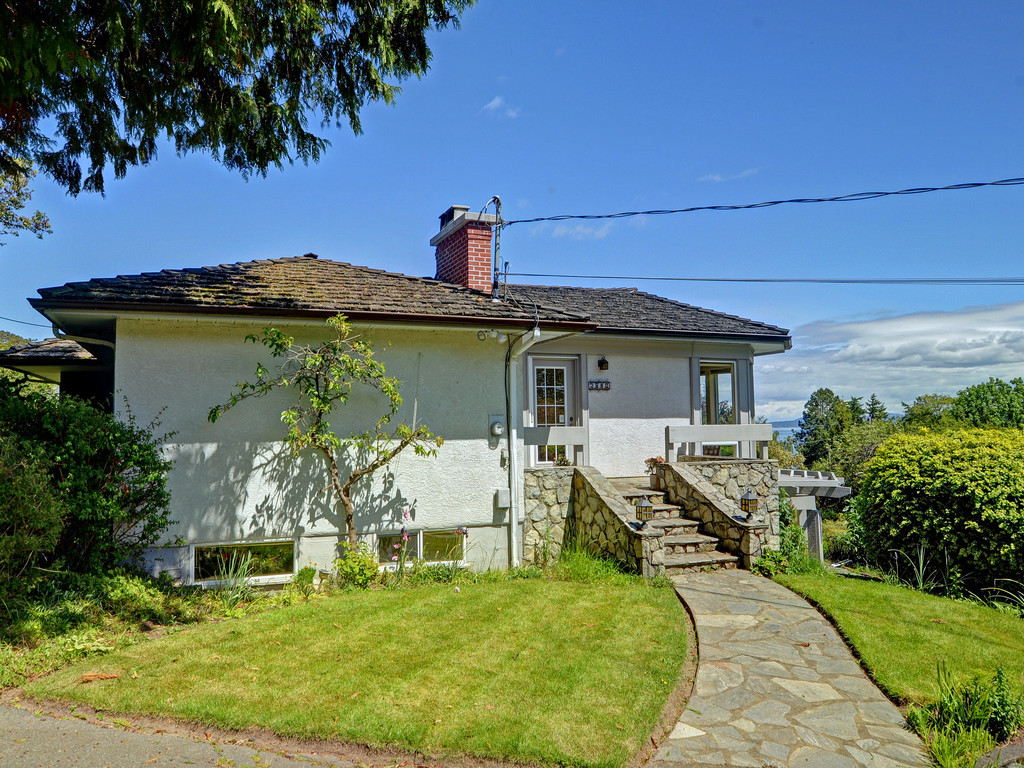 Photo 5: 3980 Locarno Lane in VICTORIA: SE Arbutus Single Family Detached for sale (Saanich East)  : MLS® # 378765