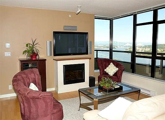 Photo 4: 2102 15 E ROYAL AVENUE in New Westminster: Fraserview NW Condo for sale : MLS(r) # R2168703