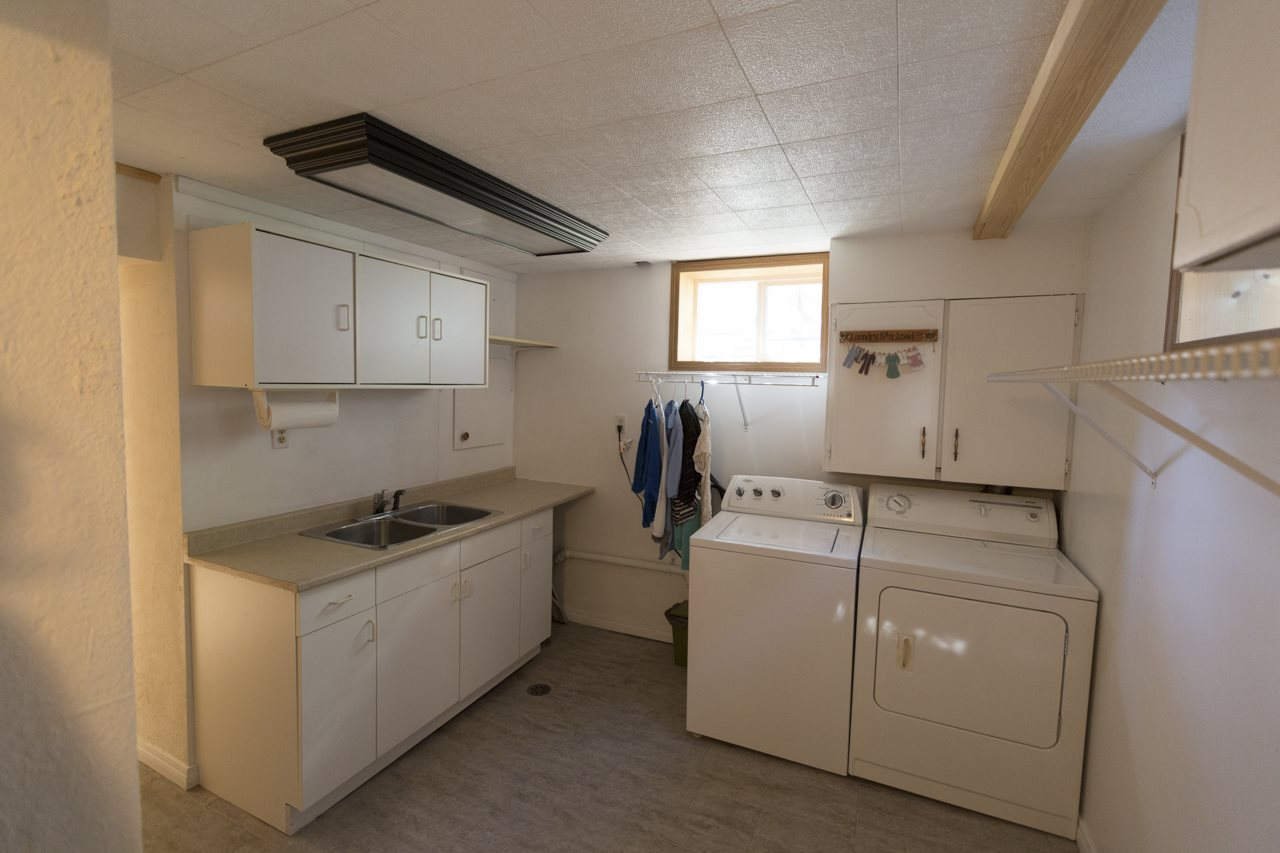good sized laundry room in basement