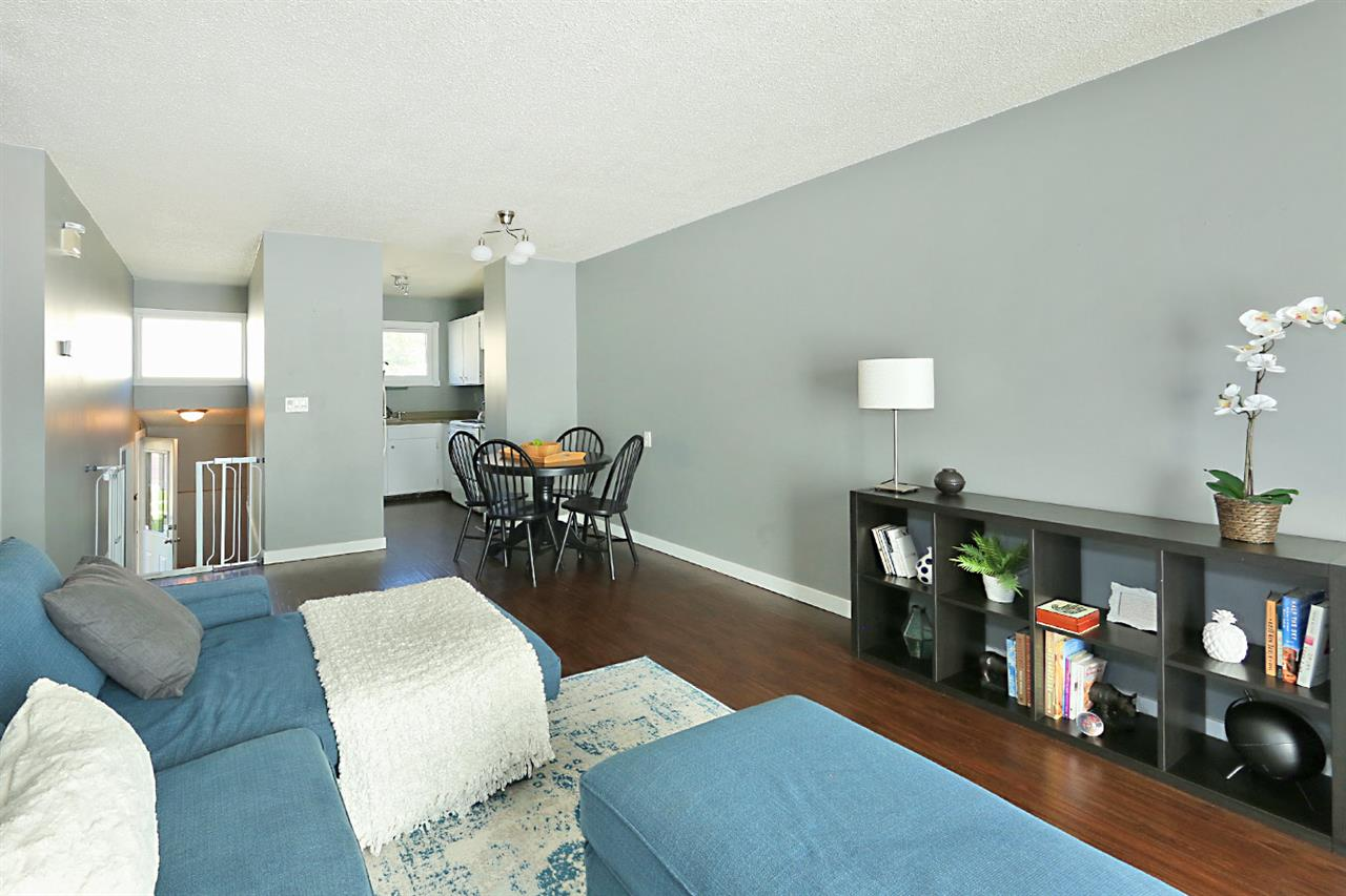 Photo 5: 1751 LAKEWOOD Road S in Edmonton: Zone 29 Townhouse for sale : MLS® # E4077656