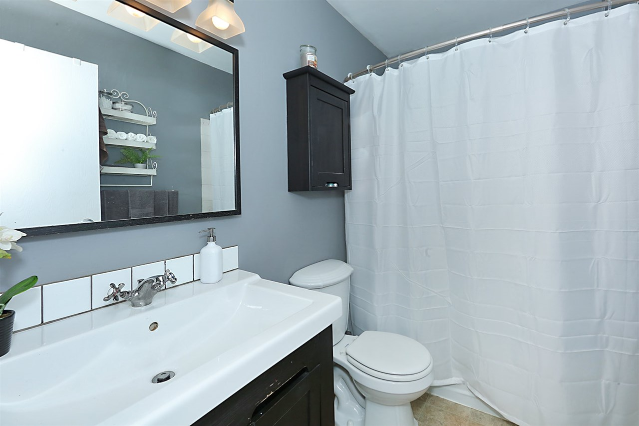Photo 19: 1751 LAKEWOOD Road S in Edmonton: Zone 29 Townhouse for sale : MLS® # E4077656