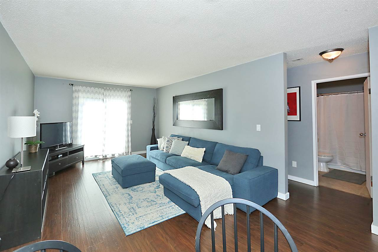 Photo 4: 1751 LAKEWOOD Road S in Edmonton: Zone 29 Townhouse for sale : MLS® # E4077656