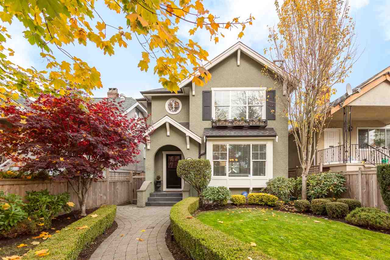 "Main Photo: 2455 CAMBRIDGE Street in Vancouver: Hastings East House for sale in ""HASTINGS SUNRISE"" (Vancouver East)  : MLS® # R2219866"