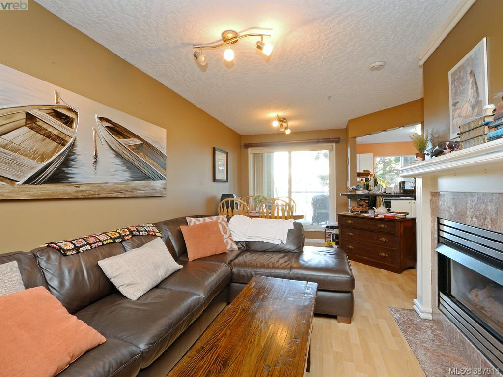 Main Photo: 209 689 Bay Street in VICTORIA: Vi Downtown Condo Apartment for sale (Victoria)  : MLS® # 387614