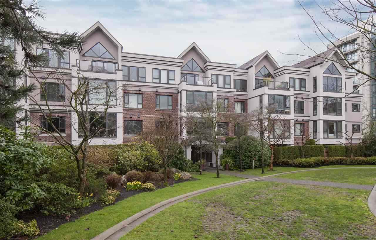 Main Photo: 408 175 E 10TH STREET in North Vancouver: Central Lonsdale Condo for sale : MLS® # R2232089