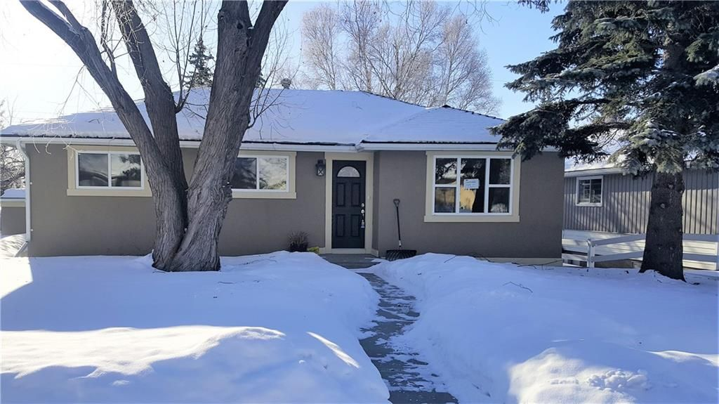 Main Photo: 2052 COTTONWOOD Crescent SE in Calgary: Southview House for sale : MLS® # C4167164
