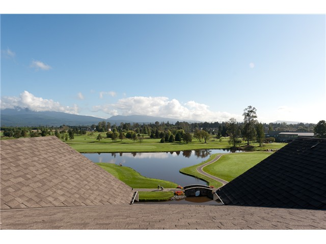 Photo 2: 409 19677 MEADOW GARDENS Way in Pitt Meadows: North Meadows PI Condo for sale : MLS(r) # V913011
