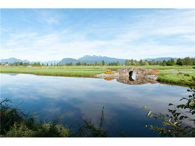 Main Photo: 409 19677 MEADOW GARDENS Way in Pitt Meadows: North Meadows PI Condo for sale : MLS(r) # V913011