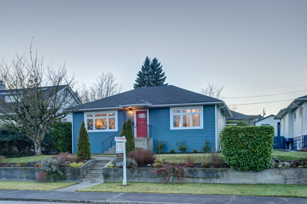 "Main Photo: 927 LAUREL Street in New Westminster: The Heights NW House for sale in ""THE HEIGHTS"" : MLS(r) # V1099833"