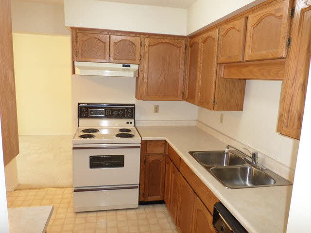 "Photo 2: 203 2425 CHURCH Street in Abbotsford: Abbotsford West Condo for sale in ""PARKVIEW PLACE"" : MLS® # F1448590"