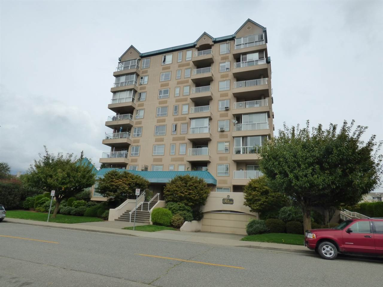 "Main Photo: 303 45745 PRINCESS Avenue in Chilliwack: Chilliwack W Young-Well Condo for sale in ""PRINCESS TOWERS"" : MLS(r) # R2000655"