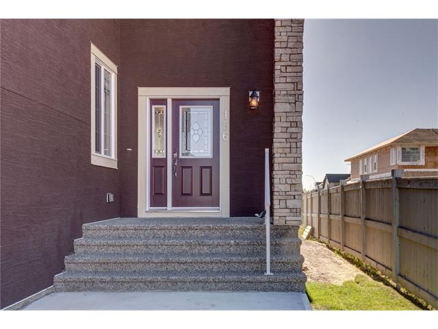 Photo 3: 156 KINNIBURGH Circle: Chestermere House for sale : MLS(r) # C4054520