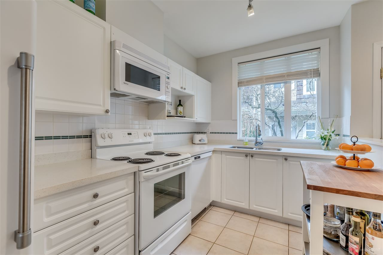 "Photo 3: 2836 E KENT AVENUE SOUTH in Vancouver: Fraserview VE Townhouse for sale in ""LIGHTHOUSE TERRACE"" (Vancouver East)  : MLS(r) # R2135060"