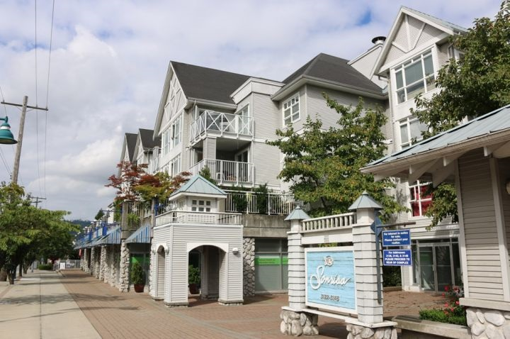 Main Photo: 410 3136 ST JOHNS Street in Port Moody: Port Moody Centre Condo for sale : MLS® # R2139863