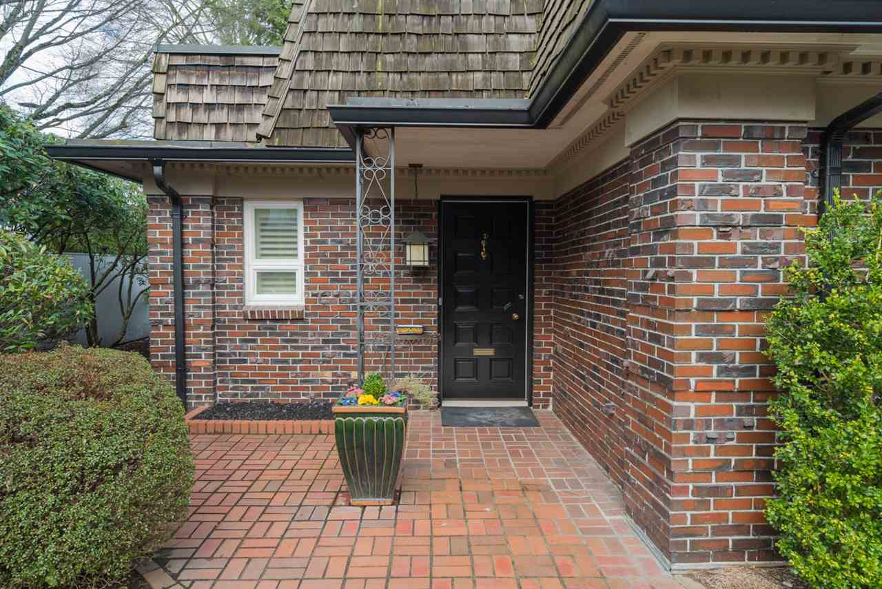 "Photo 2: 1443 MCRAE Avenue in Vancouver: Shaughnessy Townhouse for sale in ""MCRAE MEWS"" (Vancouver West)  : MLS(r) # R2140169"