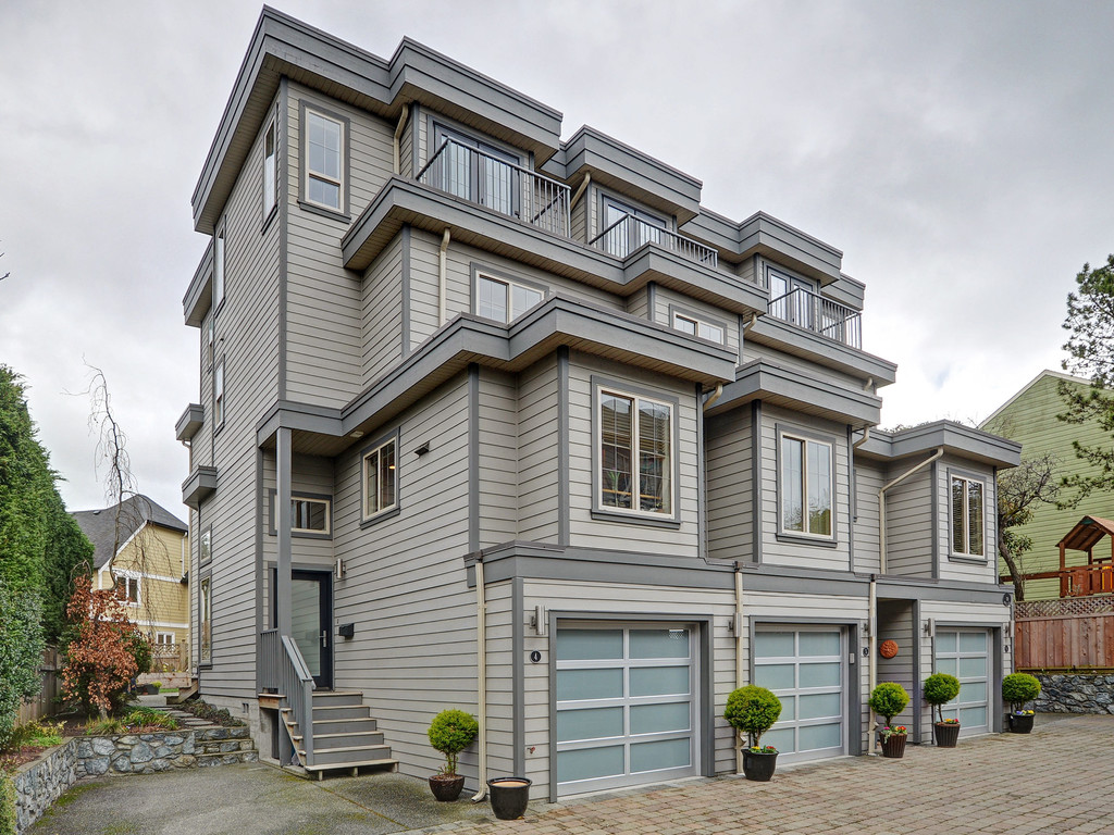 Main Photo: 4 118 Dallas Road in VICTORIA: Vi James Bay Townhouse for sale (Victoria)  : MLS(r) # 374575