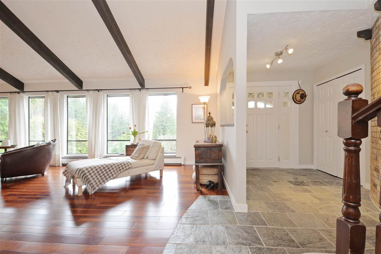 Photo 3: 5568 GREENLEAF Road in West Vancouver: Eagle Harbour House for sale : MLS(r) # R2143952