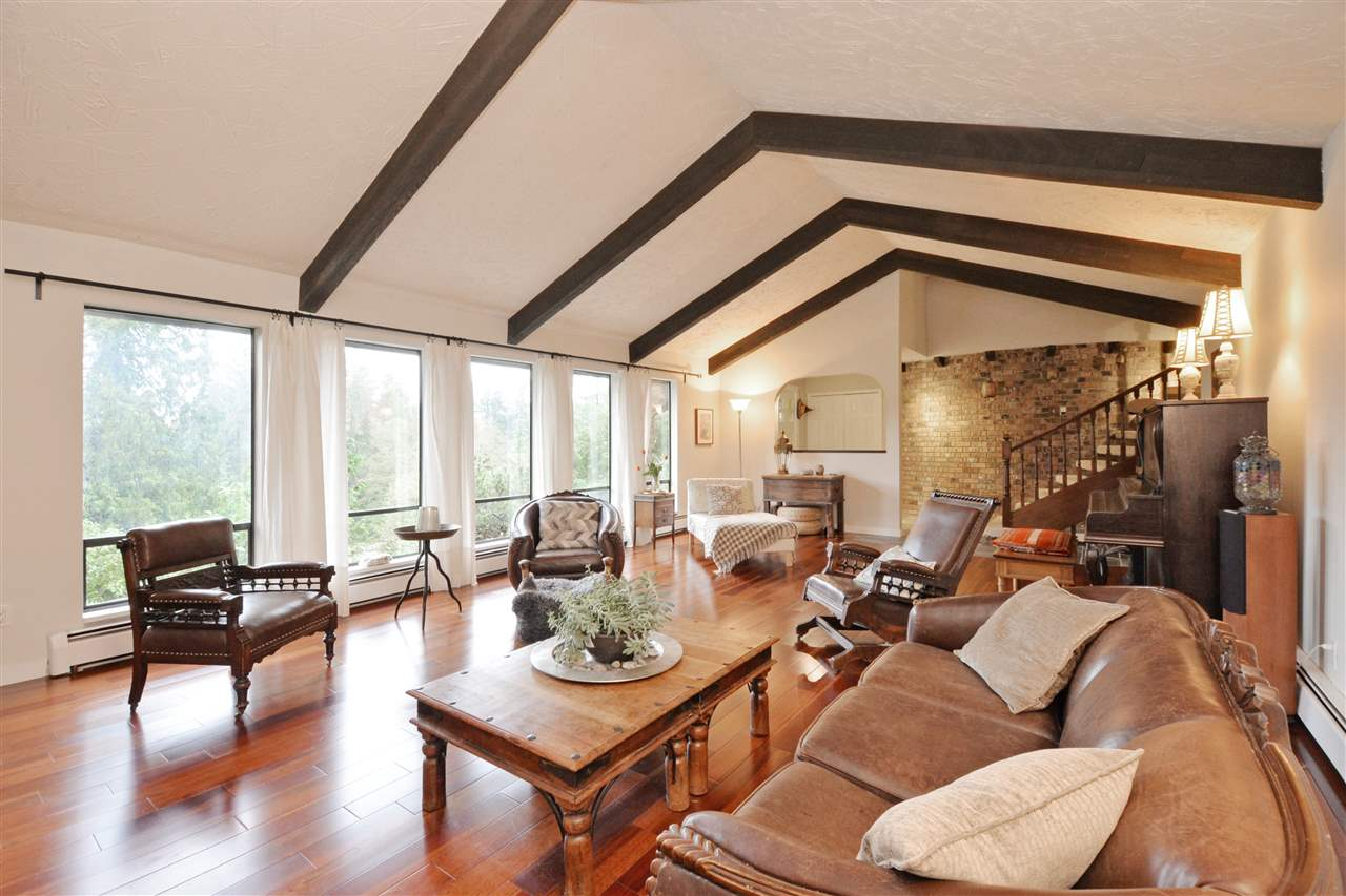 Photo 2: 5568 GREENLEAF Road in West Vancouver: Eagle Harbour House for sale : MLS(r) # R2143952
