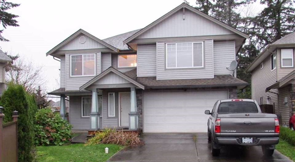 Main Photo: 27214 27A Avenue in Langley: Aldergrove Langley House for sale : MLS(r) # R2147294
