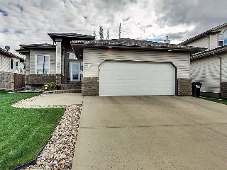 Main Photo: 19 CHARLTON Way: Sherwood Park House for sale : MLS® # E4067531