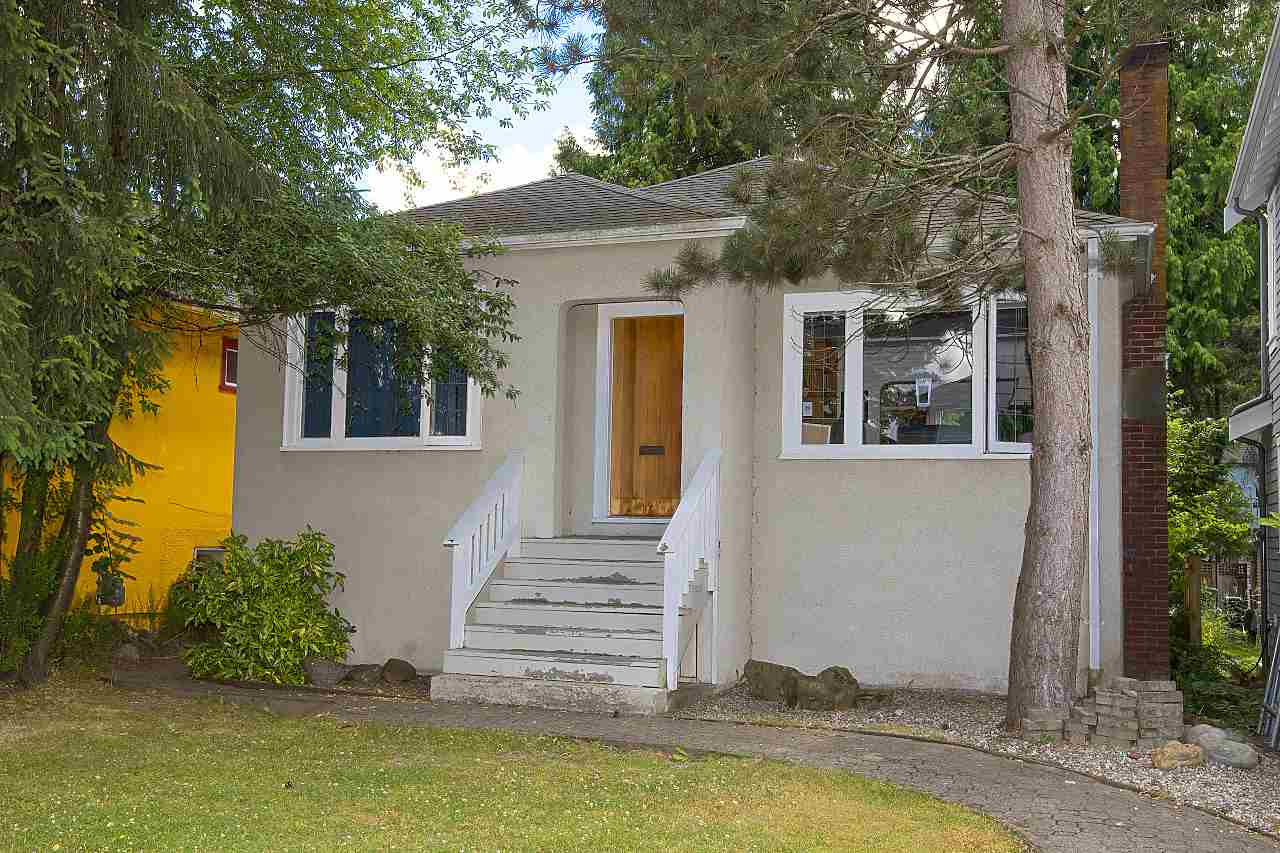 "Main Photo: 4484 W 14TH Avenue in Vancouver: Point Grey House for sale in ""POINT GREY"" (Vancouver West)  : MLS(r) # R2188268"
