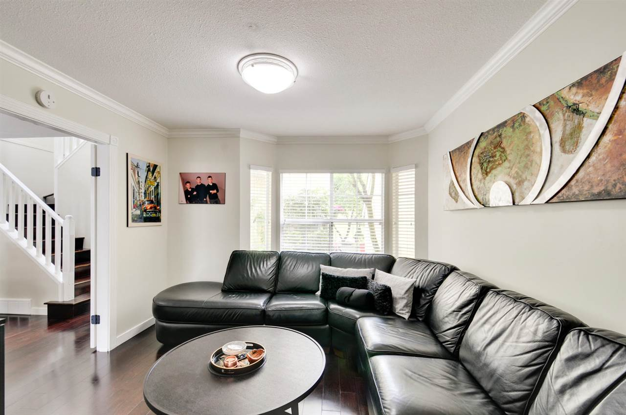 Photo 6: 8469 PORTSIDE COURT in Vancouver: Fraserview VE Townhouse for sale (Vancouver East)  : MLS® # R2190962