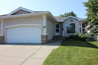 Main Photo: 209 YOUVILLE Drive E in Edmonton: Zone 29 House Half Duplex for sale : MLS® # E4077881