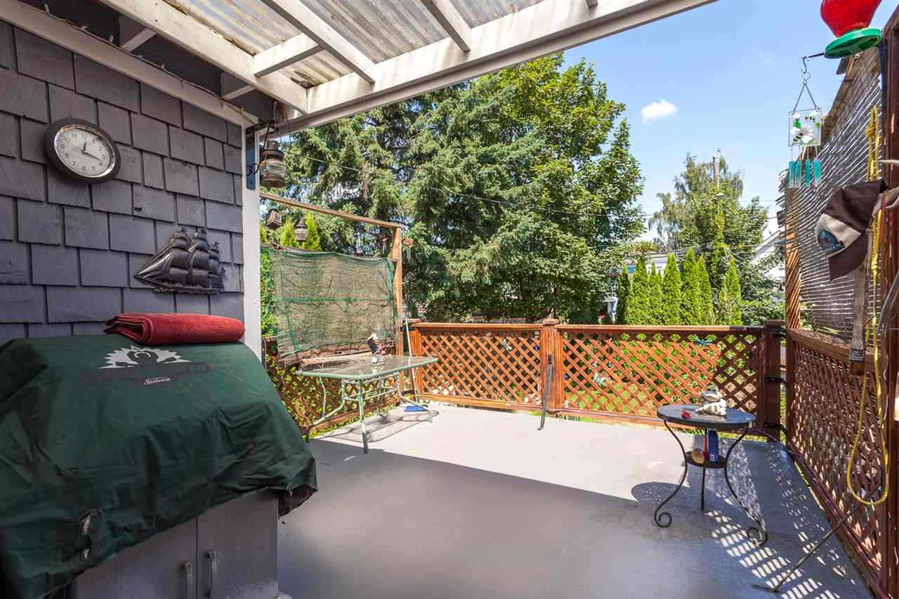 "Photo 15: 951 E 17TH Avenue in Vancouver: Fraser VE House for sale in ""CEDAR COTTAGE"" (Vancouver East)  : MLS® # R2205343"