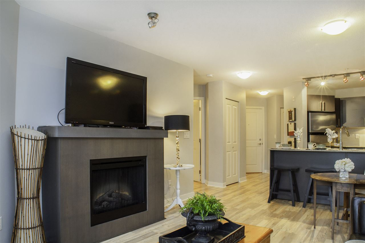 "Photo 4: Photos: 213 8915 202 Street in Langley: Walnut Grove Condo for sale in ""THE HAWTHORNE"" : MLS® # R2209846"