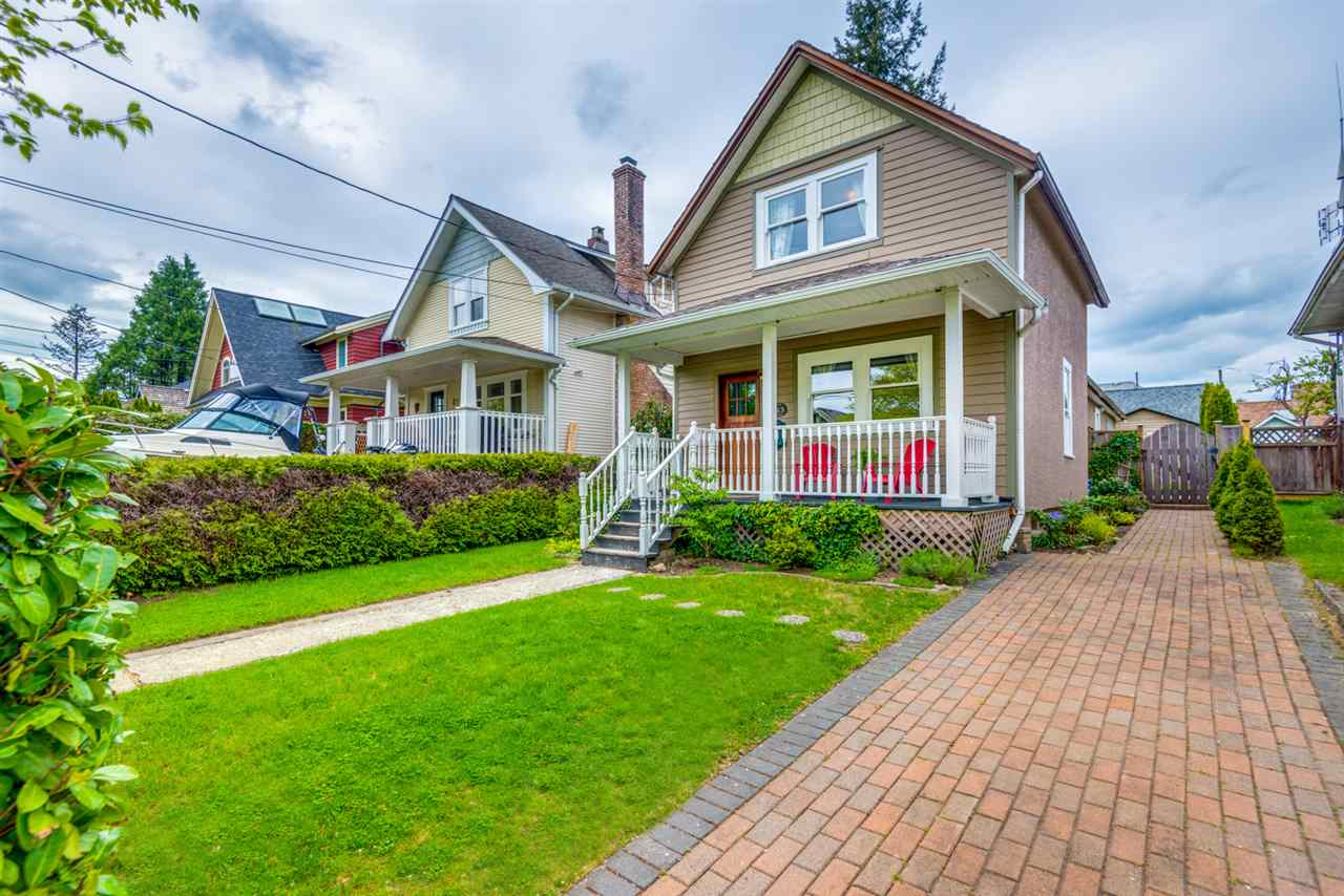 Main Photo: 213 FIFTH Avenue in New Westminster: Queens Park House for sale : MLS®# R2266161