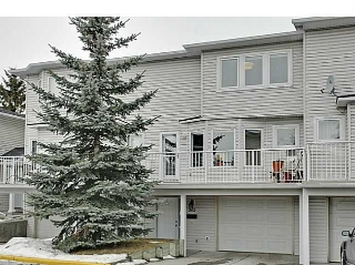 Main Photo: 262 REGAL Park NE in Calgary: Renfrew_Regal Terrace Townhouse for sale : MLS(r) # C3650275