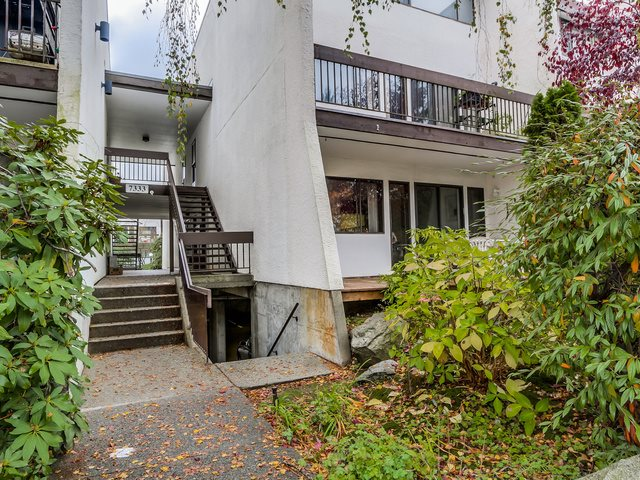 "Main Photo: 4 7333 MONTECITO Drive in Burnaby: Montecito Townhouse for sale in ""VILLA MONTECITO"" (Burnaby North)  : MLS(r) # R2012587"