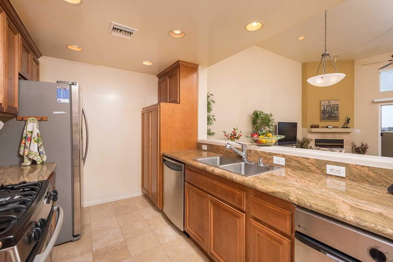 Photo 11: HILLCREST Condo for sale : 2 bedrooms : 3990 Centre St #406 in San Diego