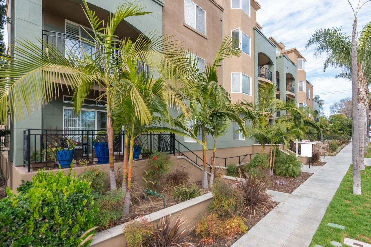Photo 3: HILLCREST Condo for sale : 2 bedrooms : 3990 Centre St #406 in San Diego